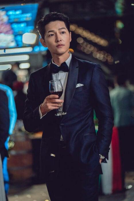 Son Joong Ki como Vincenzo Cassano