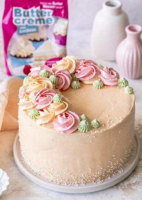 Pastel de crema para celebrara el día de las madres