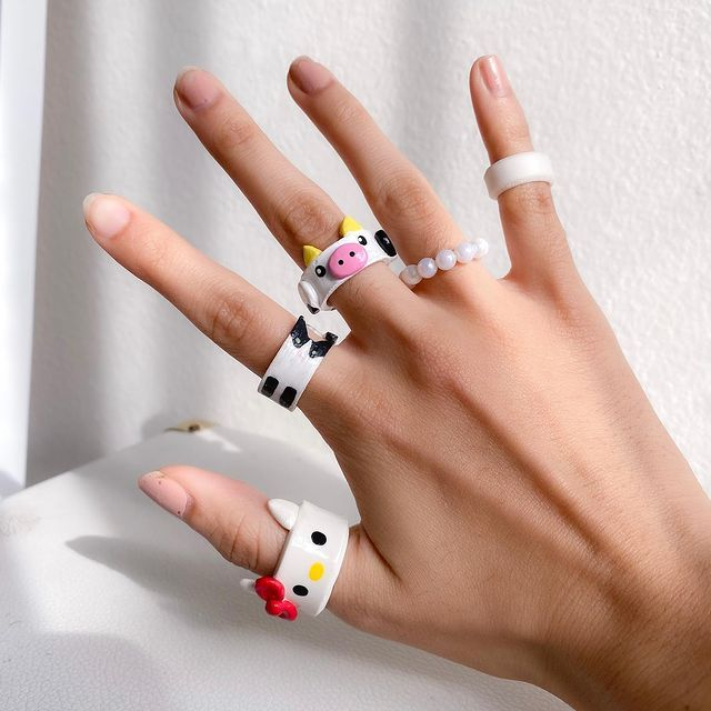 white tone acrylic rings with black silhouettes; 17 'chunky' rings you should give a try