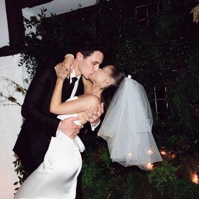 Ariana Grande revela las primeras fotos de su boda secreta con Dalton Gomez (5)