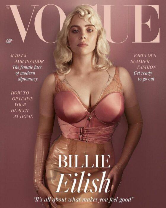 Billi Eilish en la portada de Vogue usando un conjunto de color rosa