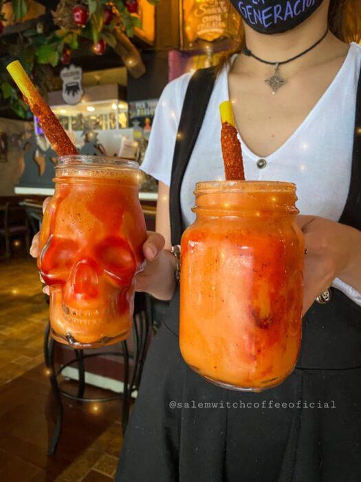 frappe tropical ;Esta cafetería inspirada en brujas sirve las mejores posiciones del mundo oscuro
