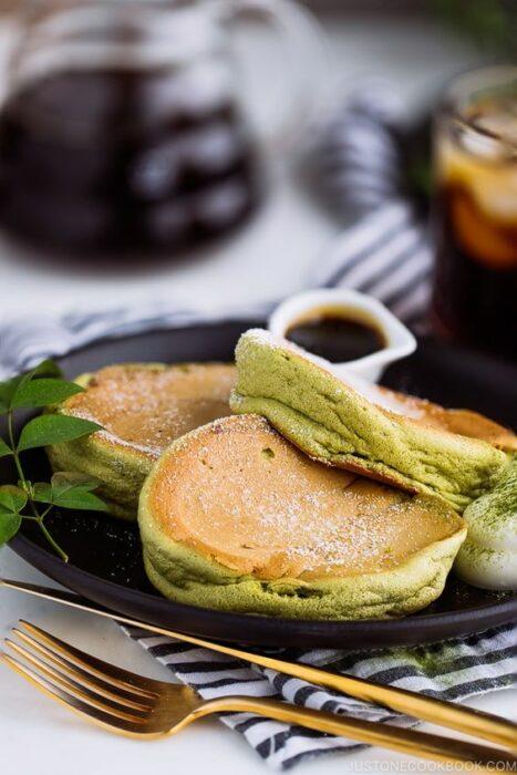 Hot Cakes con matcha ;Deliciosas recetas de postres con té matcha
