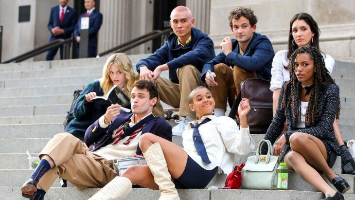 foto del nuevo elenco de Gossi Girl el reboot; El reboot de 'Gossip Girl' ya tiene tráiler y fecha de estreno oficial