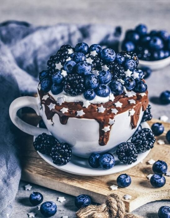 mug cake de moras ;18 Hermosos pasteles de moras que querrás presumir en Instagram