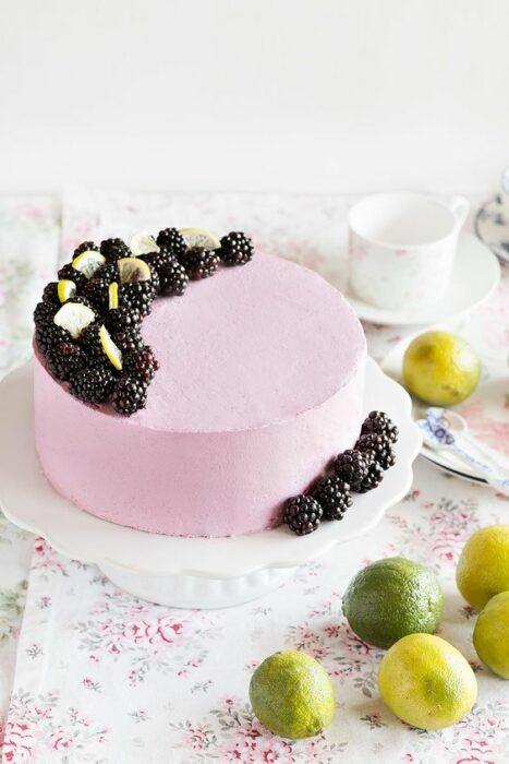 Pastel de crema batida ;18 Hermosos pasteles de moras que querrás presumir en Instagram