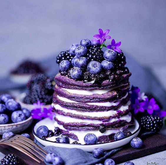 Hot Cakes con moras ;18 Hermosos pasteles de moras que querrás presumir en Instagram