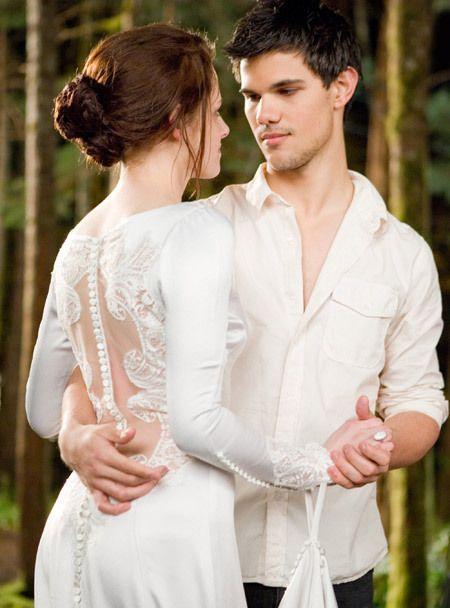 Bella y Jacob Bailando en la boda