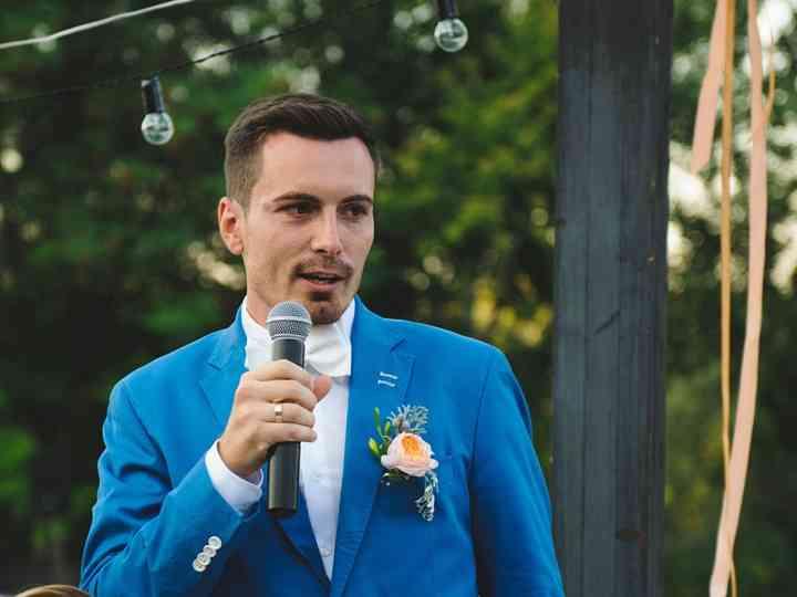 Padrino dando el discurso de la boda
