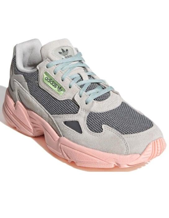 Tenis adidas grises con suela rosa