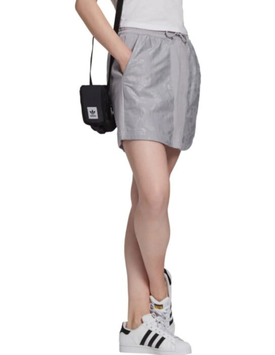Falda deportiva adidas color gris