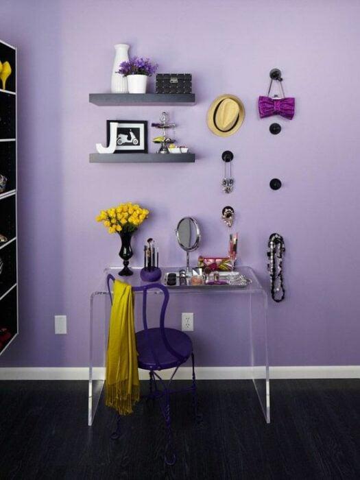 tocador sobre meda de acrilico; 15 Lindas ideas de estaciones de maquillaje para espacios chiquitos