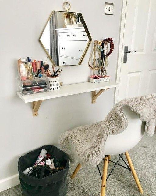 tcador fijado en pared; 15 Lindas ideas de estaciones de maquillaje para espacios chiquitos