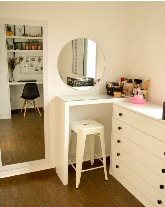 tocador improvisado en pared; 15 Lindas ideas de estaciones de maquillaje para espacios chiquitos