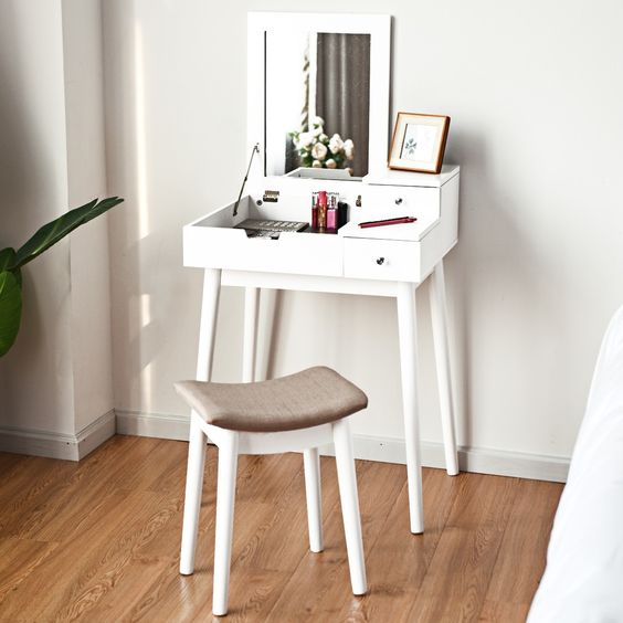 tocador miniatura en mesa pequeña; 15 Lindas ideas de estaciones de maquillaje para espacios chiquitos
