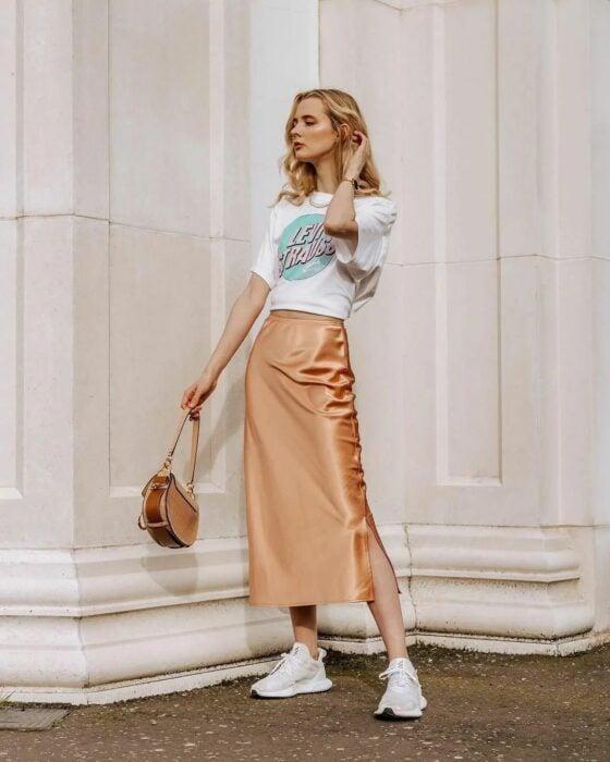 Las faldas color rosado o champaña son fabulosas para usarlas en cualquier ocasión.