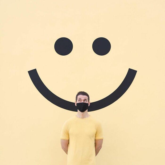 chico sonriendo ;Pareja hace sesión de fotos minimalistas sin usar photoshop