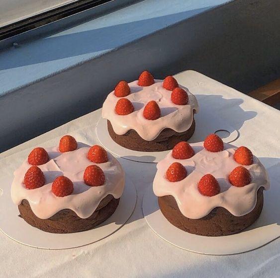Patseles de fresa ;15 Pasteles aesthetic para presumir en tu cumpleaños
