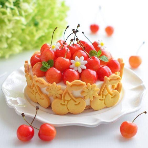 Tarta de cerezas con crema ;15 Pasteles aesthetic para presumir en tu cumpleaños