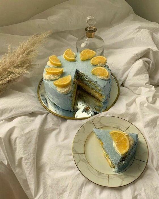 Pastel de menta con naranja ;15 Pasteles aesthetic para presumir en tu cumpleaños