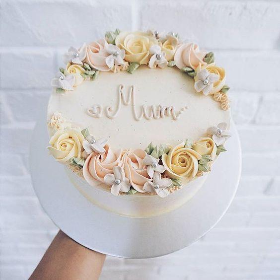 tarta de vainilla con flores ;15 Pasteles para demostrarle a mamá cuanto la amas