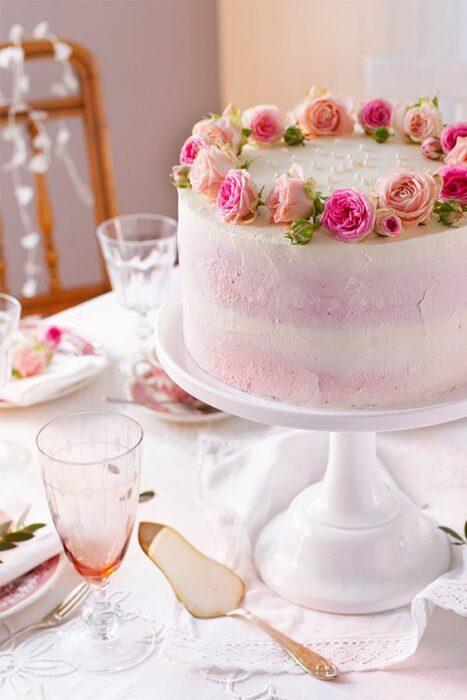 Pastel de fresa con flores ;15 Pasteles para demostrarle a mamá cuanto la amas