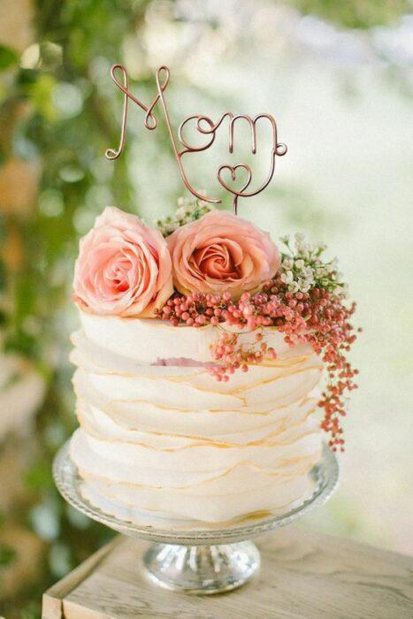 tarta de vainilla con flores como decoración ;15 Pasteles para demostrarle a mamá cuanto la amas