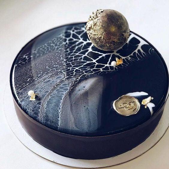 pastel de coco en tono negro ;17 Hermosos pasteles glaseados que te conquistarán a primera vista