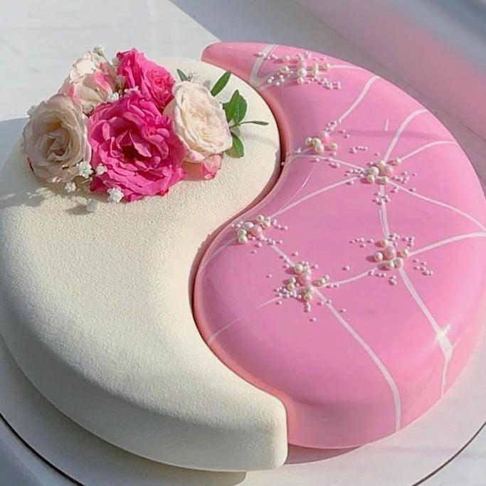 pastel de fresas con vainilla ;17 Hermosos pasteles glaseados que te conquistarán a primera vista