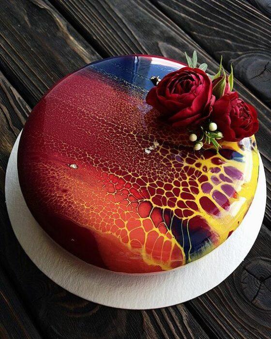 Pastel de manzana con decorado de azúcar ;17 Hermosos pasteles glaseados que te conquistarán a primera vista