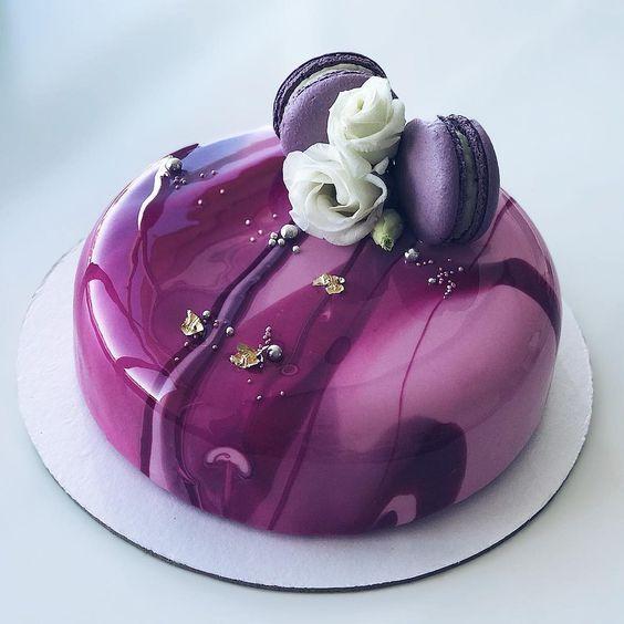 pastel de frambuesa con macarrones ;17 Hermosos pasteles glaseados que te conquistarán a primera vista