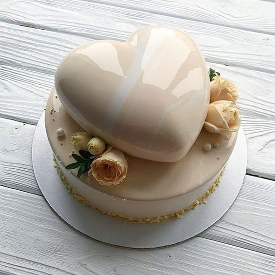 pastel de vainilla con corazón al centro ;17 Hermosos pasteles glaseados que te conquistarán a primera vista