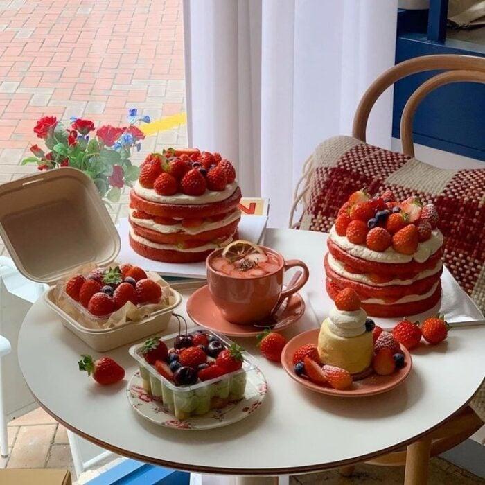 Pasteles aesthetic con betún y frutas
