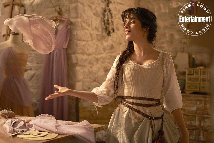 Camilla cabello como Cenicienta cantando