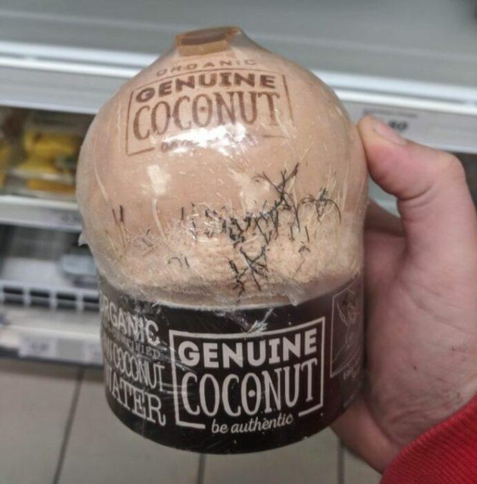 Coco envuelto en un envase de plástico