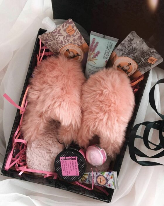 Cajita con diferentes productos para regalar a mamá