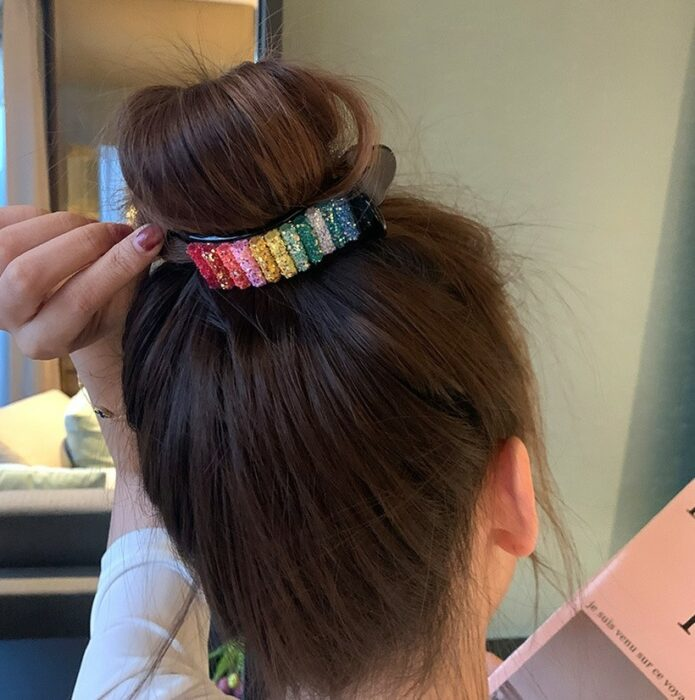 broche para cabello en forma de arcoíris ;13 Coloridos regalos para las chicas que aman los arcoíris