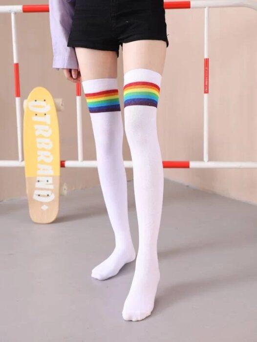 calcetas de arcoíris ;13 Coloridos regalos para las chicas que aman los arcoíris