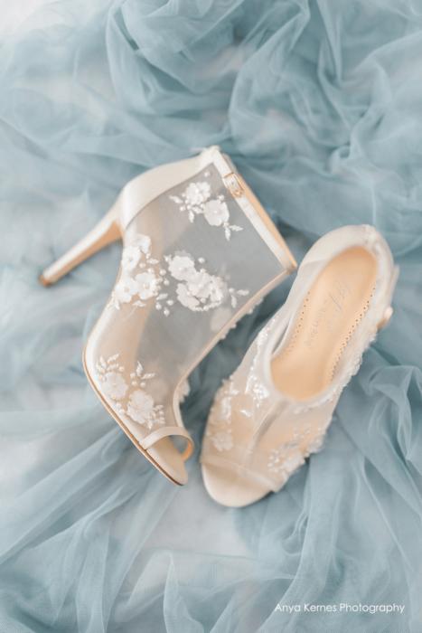 Zapatos de tacón con encaje en color blanco