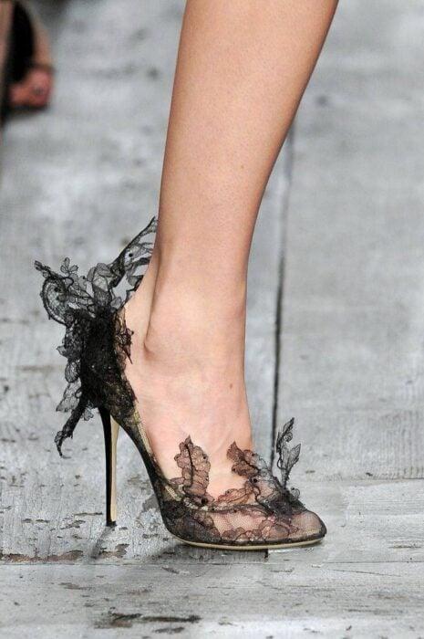 Zapatos de tacón con encaje en color negro
