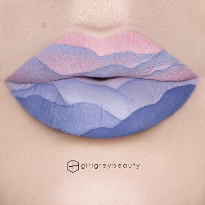 labios con ondas rosas pastel y lilas, Creación de Andrea Reed; Artista crea hermosas obras de arte sobre sus labios