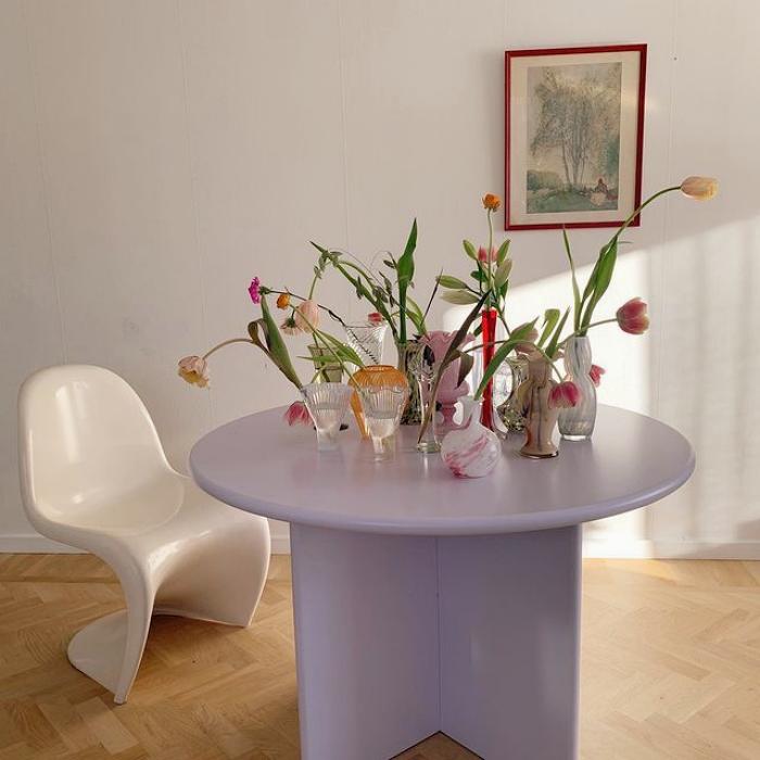 decoraciones en color beige, pastel, rosa, azul, amarillo, verde, naranja, velas, sillones, sillas, macetas, bowls, lámparas, flores, mesitas de café, sofás, alhajeros, floreros, muebles esquineros