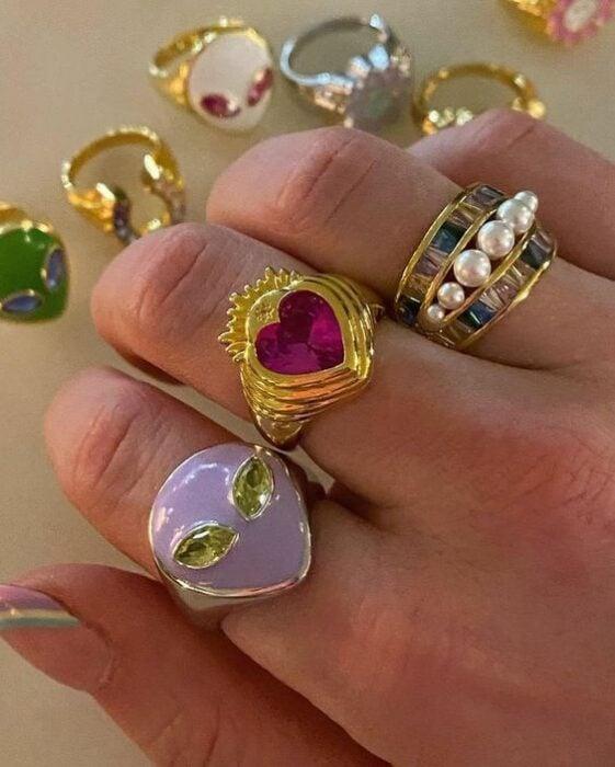 anillos de acrílico con piedras grandes  ;17 Anillos 'chunky' a los que deberías darle una oportunidad