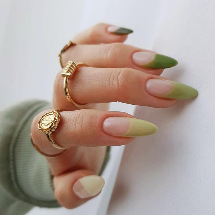 uñas con diseño primaveral en color verde, verde menta, oscuro, neón, con textura, hojitas, toques dorados, acentos en amarillo, nude, celeste, beige