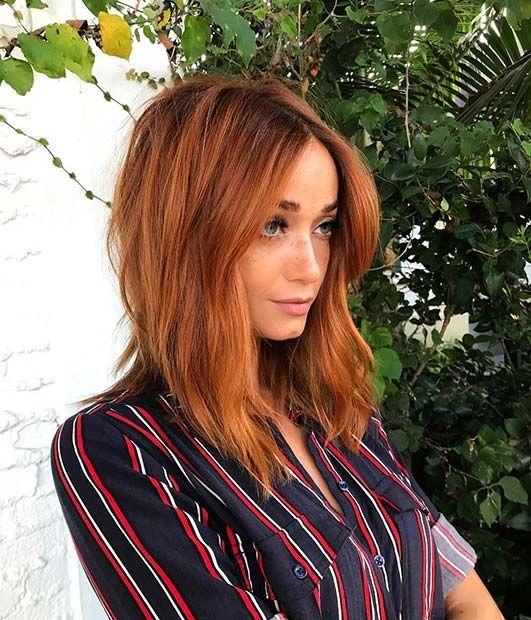Chica con cabello teñido en rojizo ;13 Pruebas de que el tinte 'sunset copper' es la nueva tendencia