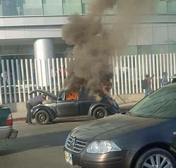 automóvil en llamas ;15 Personas que mantuvieron la calma en momentos críticos