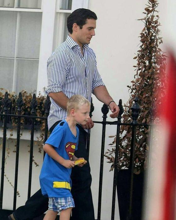 El sobrino de Henry Cavill presumió que su tío era Superman y nadie le creyó; por suerte el héroe salió al rescate