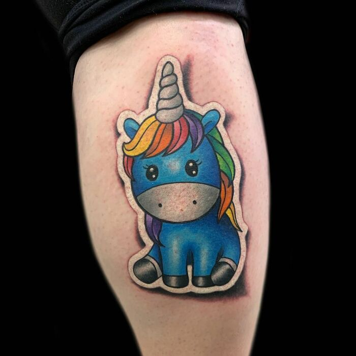 Unicornio ;Artista crea hermoso tatuajes que parecen 'stickers' para la piel