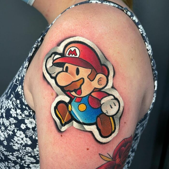 Mario Bros ;Artista crea hermoso tatuajes que parecen 'stickers' para la piel