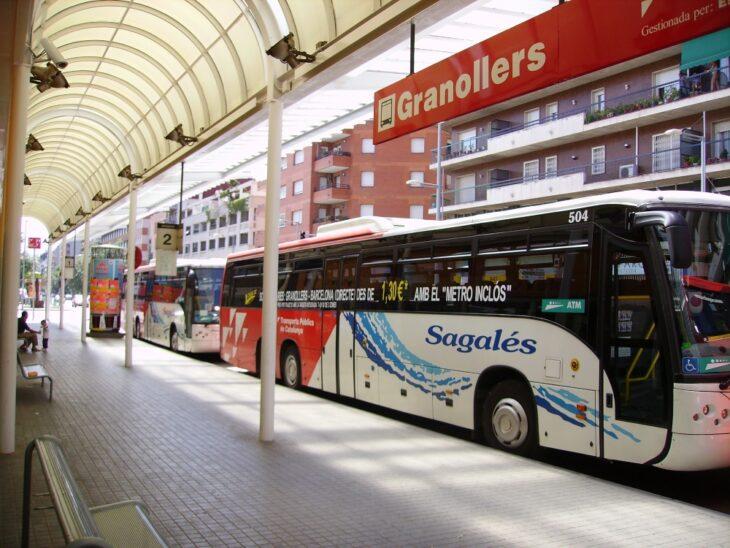 Centra de autobuses en Brasil; Chofer de un autobus traslada gratis a una chica porque no tenía dinero e iba a una entrevista de trabajo